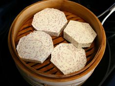 Wie man Taro Wurzelknödel macht - Dim sum recipes - Make up augen Asian Desserts, Asian Recipes, Chinese Recipes, Chinese Food, Dim Sum, Taro Root Dumpling Recipe, Taro Recipes, Dumpling Wrappers, Egg Drop Soup