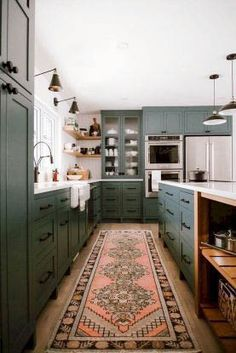 Kitchen Interior Design 13 Envy-Inducing Green Cabinets That Will Make Your Houseguests Jealous Retro Home Decor, Home Decor Kitchen, Interior Design Kitchen, New Kitchen, Home Kitchens, Kitchen Corner, Decorating Kitchen, Awesome Kitchen, Interior Ideas