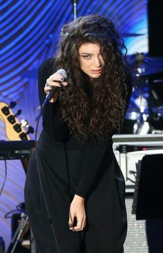 Lorde Guardian Of The Moon, Much Music, Having No Friends, Lorde, You Are The Father, Curly Hair Styles, Girl Fashion, Beautiful Women, Glamour
