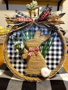 Easter Bunny Decorations, Easter Wreaths, Bunny Crafts, Easter Crafts, Spring Crafts, Holiday Crafts, Diy Osterschmuck, Easter 2021, Diy Ostern