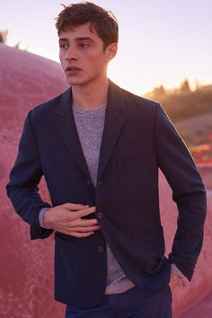 Soft, relaxed, three-button blazer in textured, lightly crêped, woven cotton fabric.| H&M For Men