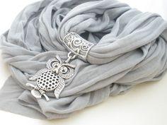 Je suis tombé sur ce collier-foulard tout simplement fabuleux dans une boutique. C'est une trouvaille parfaite pour un cadeau de Saint-Valentin!