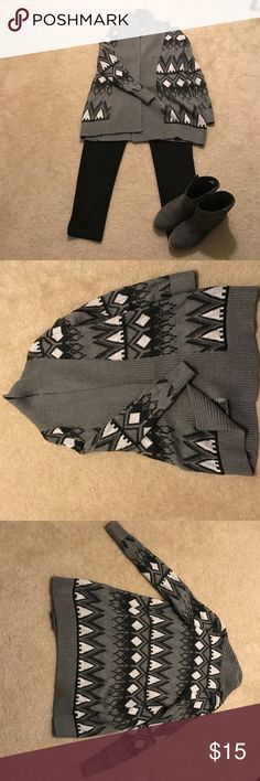 Beautiful printed sweater coat!! This wears with the comfort of a long cardigan with the weight and warmth of a coat! Gorgeous grey, charcoal, and black print make this sweater the outfit-maker! Few accessories needed! Wears like a true M-not a lot of stretch. Worn once! Old Navy Sweaters Cardigans