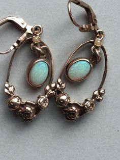 Silver/gold-plated earrings with opal an seed pearls