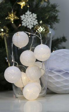 Guirlande lumineuse posée de 20 boules en plastique blanc effet