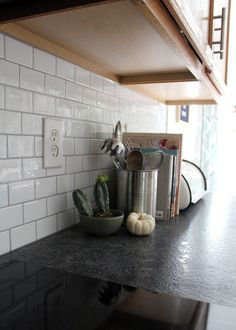 Why we chose leather granite countertops – Tag & Tibby Design – diy kitchen decor on a budget Diy Kitchen Decor, Kitchen Redo, Kitchen Tiles, New Kitchen, Stick On Kitchen Backsplash, Kitchen Granite Countertops, Dark Counters, Kitchen Cabinets, Kitchen Layout