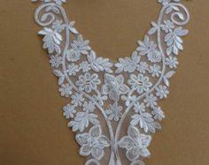 Beaded Ivory Applique Sweetheart Neckline Applique от gebridal