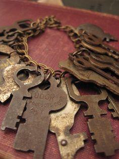 Old Keys I Love Stunning bracelet with lots of cool keys - it! Knobs And Knockers, Door Knobs, Door Handles, Under Lock And Key, Key Lock, Cles Antiques, Unique Key, Old Keys, Vintage Keys