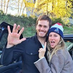 Gisele Bundchen shared a sweet photo with Tom Brady after the New England Patriot's big win. Darn that's a big hand Tom Tom Brady Y Gisele, Gisele Bundchen Tom Brady, Tom And Gisele, Gisele Bundchen Husband, New England Patriots Football, Patriots Fans, Nfl Football, Football Fever, Football Players