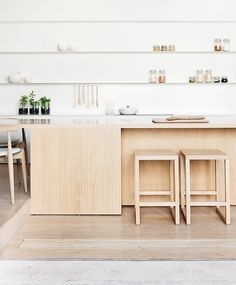 Beautiful kitchen. White and wood. Alfred Street residence, Est mag.
