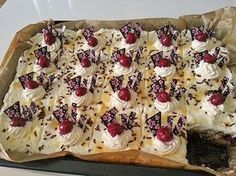 Kirsch - Eierlikör - Blechkuchen mit Schmand - Sahne, ein sehr schönes Rezept aus der Kategorie Kuchen. Bewertungen: 278. Durchschnitt: Ø 4,7.