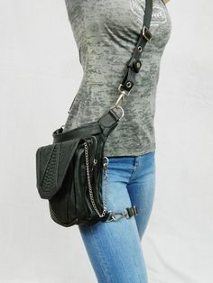 Warrior Pack Purse Can Be Worn 8 Different Ways http://geekxgirls.com/article.php?ID=4359
