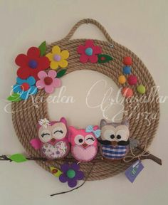 Jute Cord Wreath w/Felt Owls & Flowers Crafts To Make And Sell, Diy And Crafts, Arts And Crafts, Felt Garland, Felt Ornaments, Moon Crafts, Felt Crafts Patterns, Jute Crafts, Felt Owls