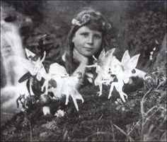 Cottingly Fairies - This is a good picture to show new players what the human to fairy ratio is. This will help them keep in mind that they are supposed to be tiny!