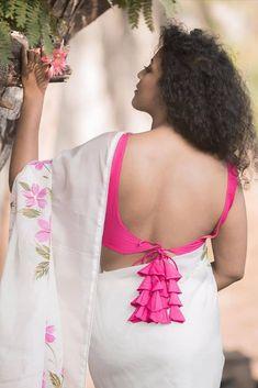 Latest Trending Sari Blouse Back Design - Indian Fashion Ideas Stylish Blouse Design, Fancy Blouse Designs, Bridal Blouse Designs, Blouse Neck Designs, Designer Blouse Patterns, Blouse Models, Beautiful Indian Actress, Beautiful Women, Indian Fashion
