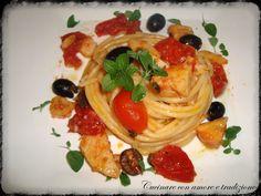 Spaghetti con lo stocco, pomodorini ciliegino e olive nere