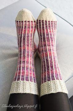 Silmukanjuoksuja: Rivinousua violetilla Easy Knitting Patterns, Knitting Charts, Knitting Designs, Knitting Socks, Knit Art, Knit Basket, Fabric Yarn, Wool Socks, Yarn Crafts