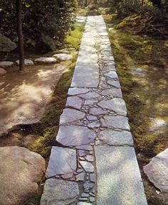 What You Can Do To Improve Your Landscaping using Garden Arbor Everyone that owns a home wants to take pride in it. Backyard Walkway, Outdoor Walkway, Stone Walkway, Stone Path, Outdoor Landscaping, Garden Paving, Garden Stepping Stones, Garden Arbor, Garden Paths
