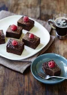Sometimes my breakfasts look (and taste!) like dessert, so I thought, why not switch it around, and have make a dessert recipe for breakfast for a special