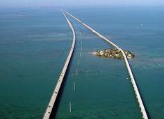 la strada panoramica Overseas Highway unisce Miami alle isole Keys