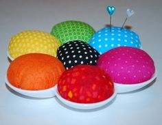 so colorful - paint palette pin cushion tutorial. Sewing Hacks, Sewing Crafts, Sewing Projects, Pincushion Tutorial, Happy Room, Pattern Weights, Free Sewing, Sewing Kits, Sewing Patterns