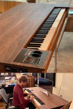 JayHawk Studio desk in Walnut with a built it Doepfer Midi Controller. Studio Desk Music, Recording Studio Furniture, Home Recording Studio Setup, Music Desk, Piano Desk, Home Studio Setup, Audio Studio, Studio Ideas, Ideas