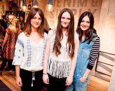 Denim & Supply a inauguré le nouveau magasin de Hambourg avec une soirée de lancement exceptionnelle : Leslie Clio et The Staves ont donné un concert live. Regardez les photos du concert ici