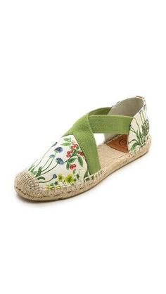 Tory Burch Catalina Espadrilles - maybe without the flowers Sock Shoes, Cute Shoes, Me Too Shoes, Shoe Boots, Espadrille Shoes, Shoes Sandals, Flats, Only Shoes, Crochet Shoes