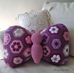 Butterfly Pillow made of african flowers. Made by BautaWitch. Do you want the pattern? #diy bautawitch.se/...