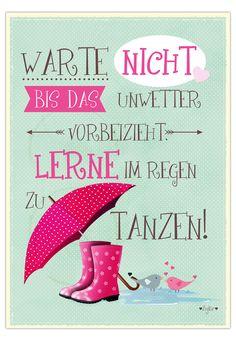 """Postkarte """"Warte nicht, bis das Unwetter vorbeizieht, lerne im Regen zu tanzen."""", 10,5 x 14,8 cm"""
