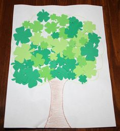 Shamrock Tree - This would be so easy to do with those foam cutouts you can get from the craft store.