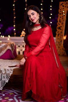 Asian Wedding Dress Pakistani, Beautiful Pakistani Dresses, Pakistani Fashion Party Wear, Pakistani Formal Dresses, Pakistani Dress Design, Pakistani Outfits, Beautiful Dresses, Stylish Dresses For Girls, Simple Dresses