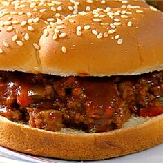 This sloppy joe recipe paired with a homemade barbecue sauce is a delicious weeknight, weekend, or summer party meal. It's a family-friendly sandwich Sloppy Joe Sandwich Recipe, Sloppy Joes Recipe, Sandwich Recipes, Lunch Recipes, Slow Cooker Sloppy Joes, Ketchup, Tofu En Salsa, Homemade Sloppy Joe Sauce, Salads