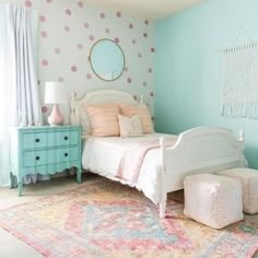 The Best in Girl's Bedroom Design and Decor Inspiration! Big Girl Bedrooms, Little Girl Rooms, Tween Girls Bedroom Ideas, Girls Bedroom Blue, Mint Girls Room, Coral Mint Bedroom, Mint Bedroom Walls, Wallpaper For Girls Bedroom, Teal Girls Rooms