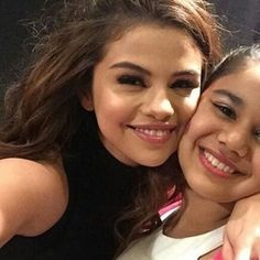 Estilo Selena Gomez, Selena Gomez With Fans, Selena Gomez Outfits, Selena Gomez Photos, Marie Gomez, Pure Beauty, Woman Crush, Role Models, Singer