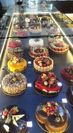 Fancy Desserts, Gourmet Desserts, Fancy Cakes, Mini Cakes, Just Desserts, Delicious Desserts, Cupcake Cakes, Cupcakes, Yummy Food