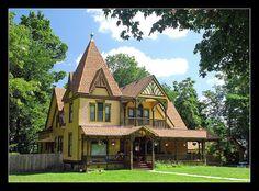 Queen Anne style Victorian in Ypsilanti, Michigan  Summit St.