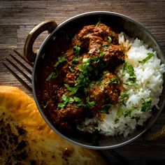 Lamb Rogan Josh is an all time favourite dish of mine an Indian curry of Persian origin that has become much more well know as a Kashmiri dish. Lamb Recipes, Spicy Recipes, Indian Food Recipes, Dinner Recipes, Cooking Recipes, Ethnic Recipes, Lamb Rogan Josh, Arugula Pizza, Curry Dishes