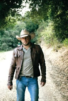 The HOTTEST man in country music, Jason Aldean!! All of his songs are awesome and so meaningful!