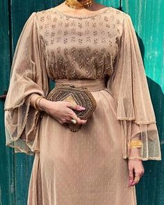 Hijab fashion look muslima Modern Hijab Fashion, Abaya Fashion, Muslim Fashion, Modest Fashion, Look Fashion, Fashion Dresses, Classy Fashion, Hijab Evening Dress, Hijab Dress Party
