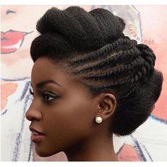 En dehors des pommades, huiles capillaires, masques et autres produits pour les cheveux, saviez-vous que votre shampooing, revisité, peut aussi aider à la pousse des cheveux? Comment? en y rajoutant 1 cuillère à soupe de l'un des ingrédients magiques suivants :  L'eau de rose  Oui, vous avez bie
