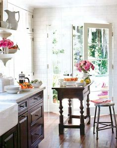 I would love to have a kitchen with this much natural sunlight. Plus a little place to eat right outside!