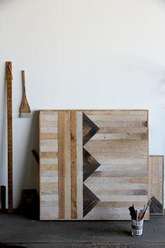En recherchant un sujet sur le thème du «bois brut» sujet du dernier «des blogs… une thématique» consacré à Andrea Bugli, j'ai découvert cet atelier extraordinaire : Brooklyn to West. Extraordinaire,aller je peux le dire, même si le mot fait un peu pompeux. [On découvre beaucoup de choses sur le web, mais les gros coups Lire