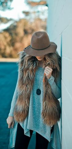 How to wear a fur vest! This fall/winter layer your fur vest over your favorite basic tops for a cozy vibe! Pair this with denim or leggings, and add a cute hat or statement jewelry to complete the look!