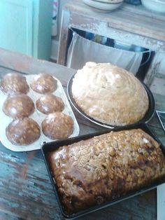 Faux foam bread Fake Cupcakes, Fake Cake, Primitive Crafts, Primitive Christmas, Foam Crafts, Crafts To Make, Salt Dough Crafts, Healthy Halloween Treats, Fake Food