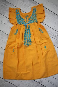 Mexican embroidered girls dress, vintage summer dress, mexican dress, size 5T. Butterfly Flutter sleeves style