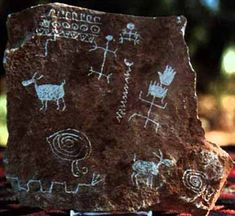 Symbols from stone wall in the Village of the Great Kivas in New Mexico. Note the human, animal, snake and spiral figures were common to the area. Ancient Aliens, Ancient History, Art History, Native Art, Native American Art, Constellations, The Ancient One, Arte Tribal, Art Premier