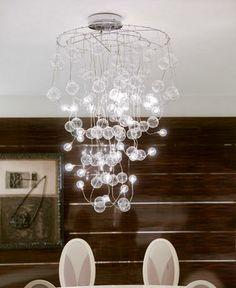 marca italiana Lus en la que es esencial el uso de finos filamentos, leds y cristal