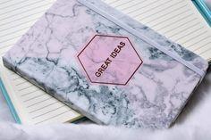 Notitieboekjes. We kunnen er niet genoeg hebben. Kelly kocht twee luxe notitieboekjes bij Action. Ben je benieuwd naar de designs? Klik dan op de onderstaande link!  Link: http://goyalifestyle.nl/new-in-luxe-notitieboekjes-van-action/