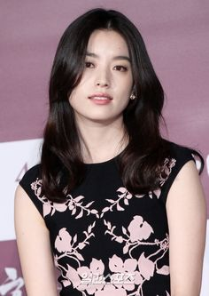 Han Hyo-joo means harmony. We see actress Han Hyo-joo when we're talking about work and character but when it comes to personal talk, she's honest and natural. Beautiful Asian Women, Simply Beautiful, Korean Beauty, Asian Beauty, Asian Woman, Asian Girl, Bh Entertainment, W Two Worlds, Korean Actresses